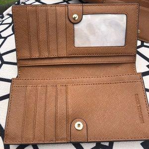 Michael Kors Bags - Michael Kors Fulton Large Luggage Leather Hobo